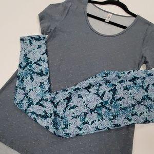 Sm/OS LuLaRoe Outfit nwt Classic tee/OS leggings
